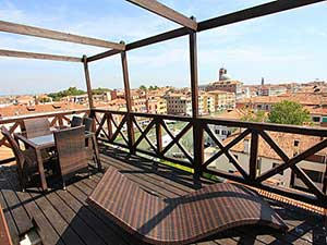 Grand Canal View apartment with attic terrace