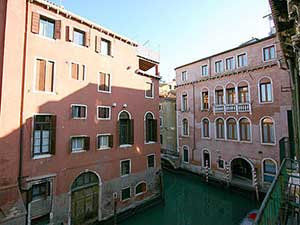 Apartment Palazzo Surian, channel View. Up to 4 people