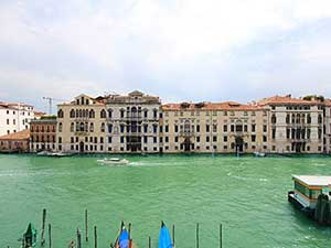 Apartment Grand Canal View. Up to 4 people